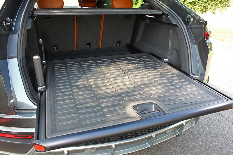 標準616公升置物空間,搭配選配的硬式托盤展現強大基能表現。
