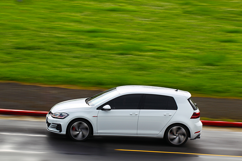 Golf GTI Performance Pure是用於接替Golf GTI位置,不過動力卻更為出色。