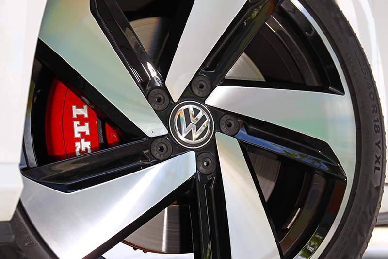 Golf GTI Performance Pure外觀與Golf GTI Performance只差在圈胎尺吋。