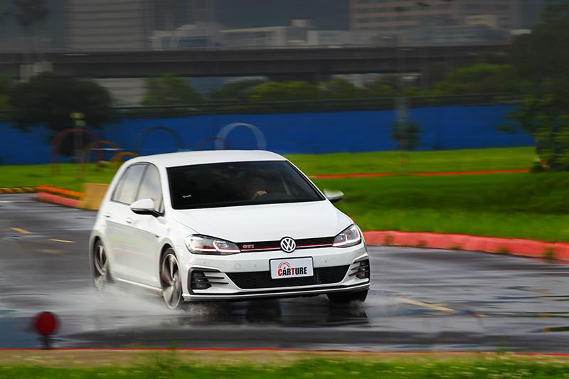 Golf GTI Performance Pure有著快得出彎速度。