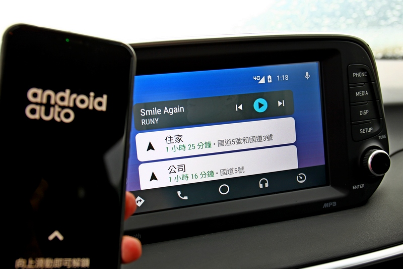 8吋多功能螢幕除有多項功能外亦提供Apple CarPlay、Andorid Auto。