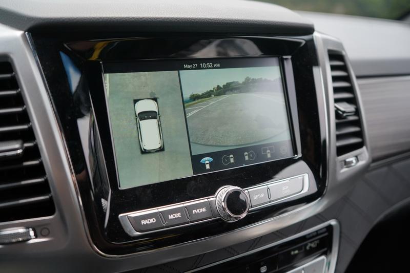中控的8吋螢幕除了支援Apple Carplay及Android Auto外,還配有3D環景攝影系統