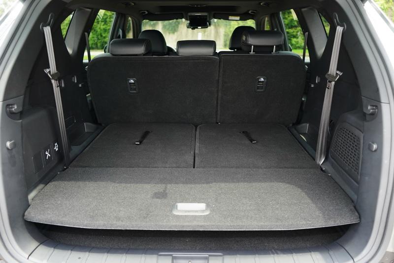 若將第二、三排座椅傾倒,後艙容量可達1806公升