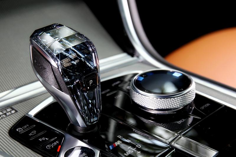 水晶排擋是M850i xDrive Coupe最吸引人目光的項目之一。