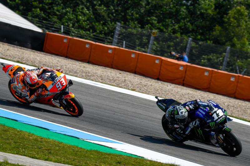 Marquez雖數度超越Vinales,但最終仍是Yamaha車輛略勝一籌而讓Vinales守住位置。