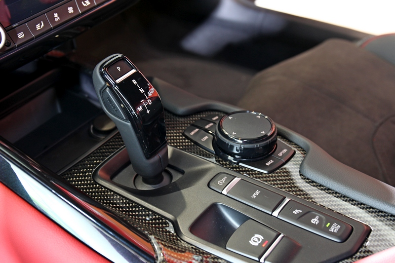 變速箱為八速手自排,當然造型也有BMW設計風格。