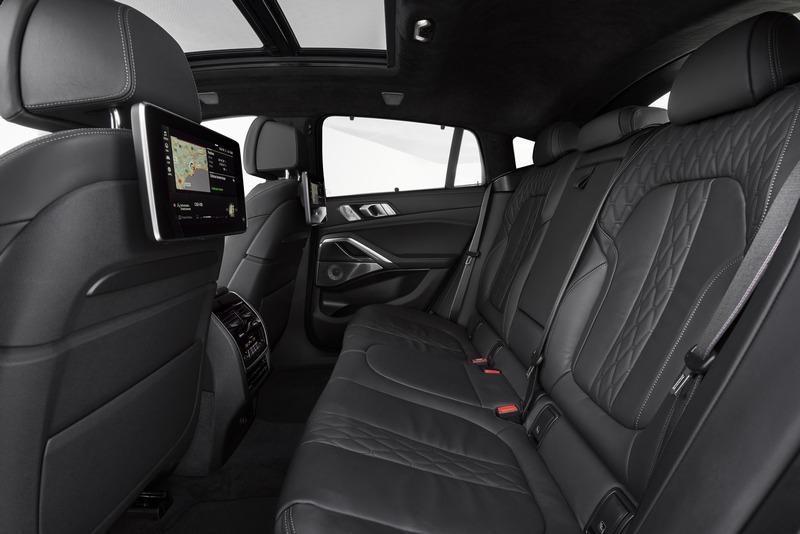 後座在軸距2,975rmm助益下擁有寬敞空間。