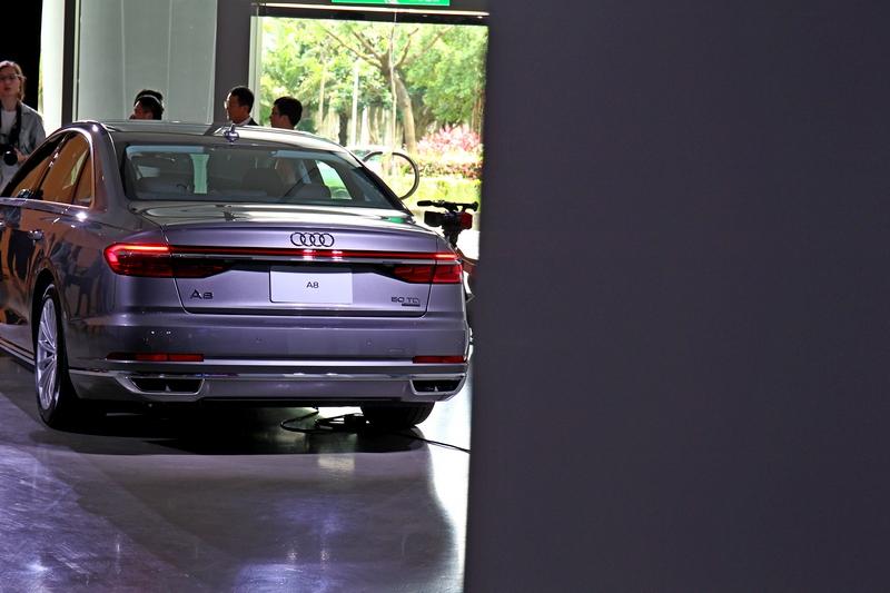 尾燈採用OLED材質,能提供動態尾燈效果。