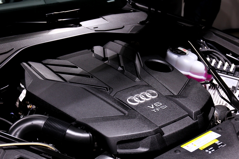 55 TFSI搭載3.0升汽油渦輪引擎+48V輕油電,擁有340hp/500Nm表現。