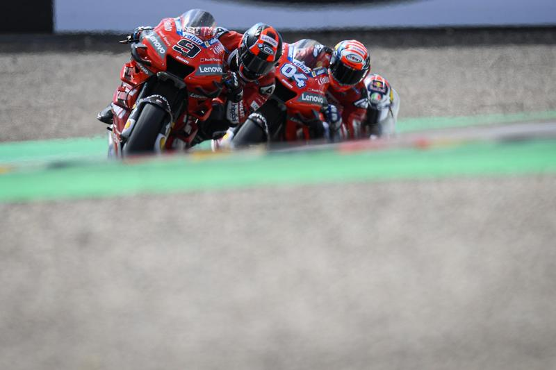 Petrucci最終還是跑在Dovizioso前面衝線。