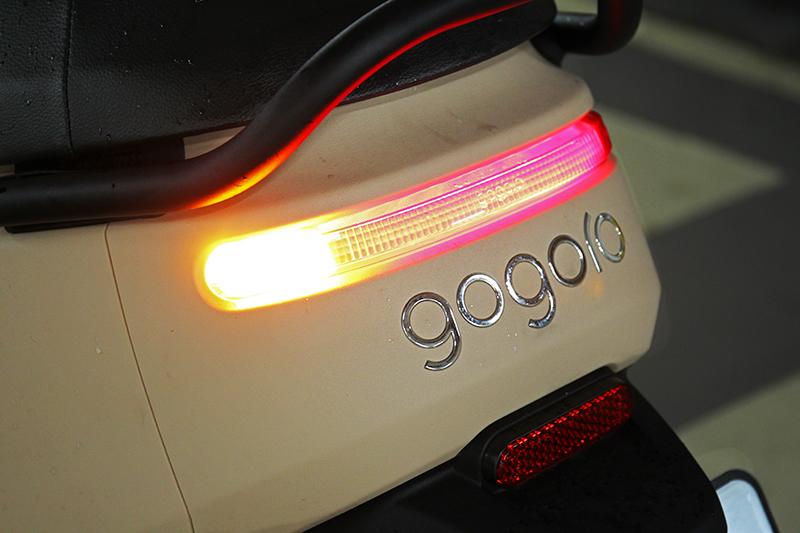 Gogoro 3取消方向燈自動回復與雙黃燈警示功能。