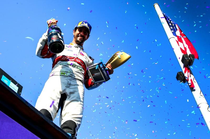 Lucas di Grassi獲得季軍獎盃。