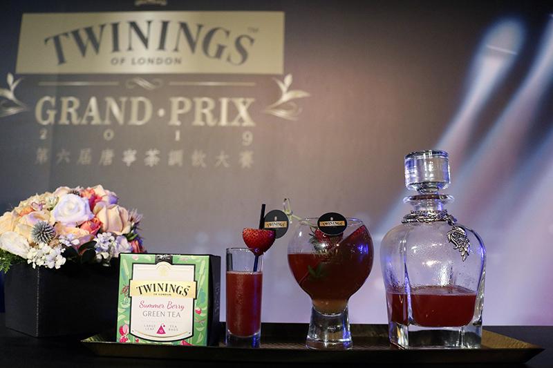 ØZI最愛草莓親身示範「TWININGS Paradise唐寧天堂島」調飲
