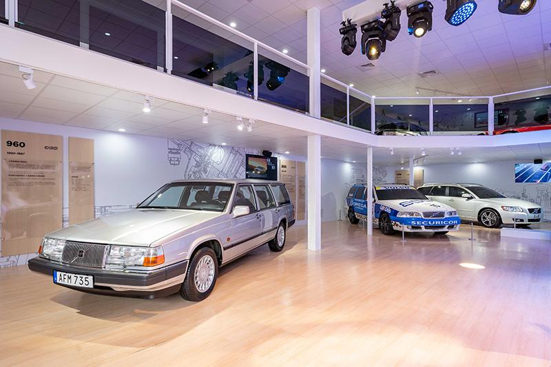 前方為Volvo 960 Estate以及與850 Estate系出同源的V70,最右方則為V50。