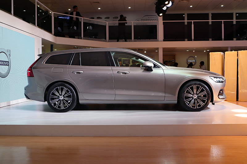 新車長度超過四米八,已直逼中大型旅行車級距。