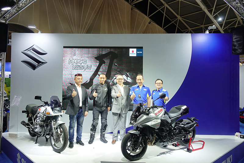 GSX-S1000S 刀 發表會 MotoGP 主播陳琮閔、青木宣篤選手、黃教信董事長、岡崎淳總經理與林進賢部長。