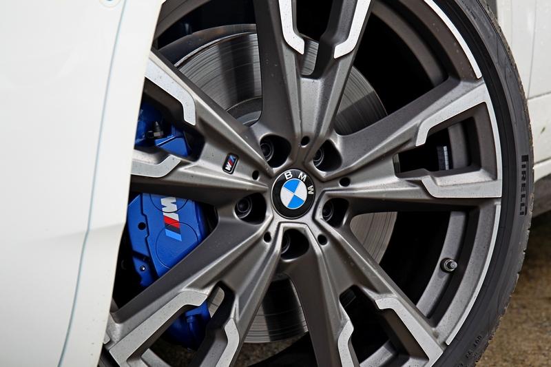 20吋M款輪圈於視覺跟操控都讓人滿意。