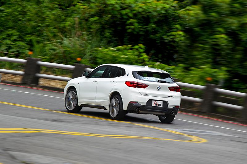 在Sport下的X2 M35i擁有相當高調的聲浪及動力反應。