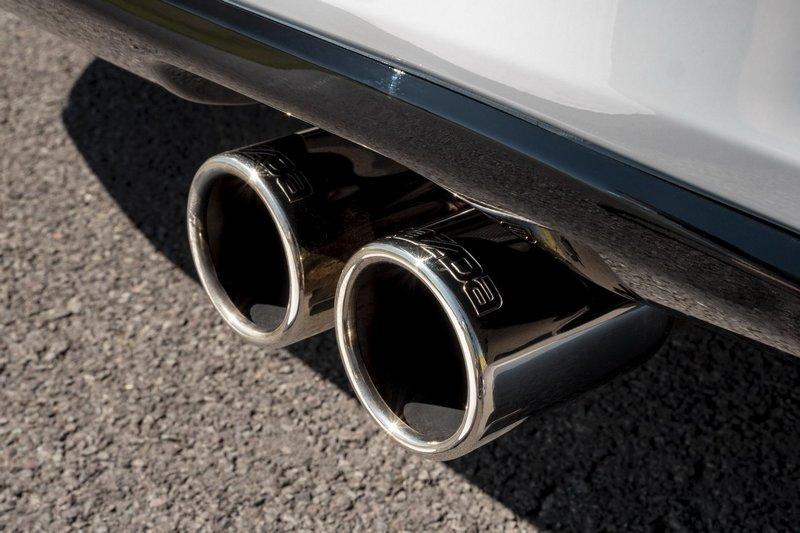 排氣系統也改為Bastuck品牌。