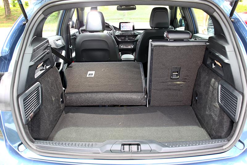 後廂擁有距地高度最低及上緣最高高度之優勢,在置放物品時的姿勢最為就手