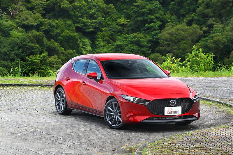 Mazda3精緻的內裝氛圍,營造出超越同級甚至上看百萬等級歐系車的內裝高度