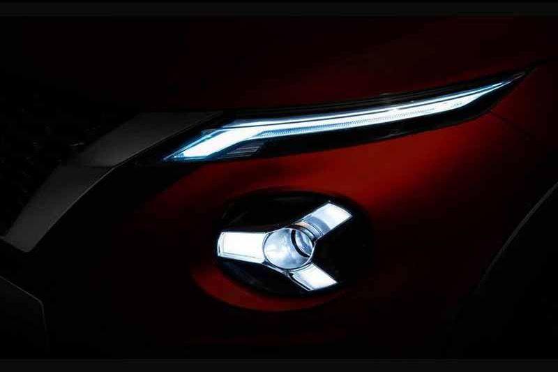 與以往相比迴力鏢燈形已改為一字型設計。