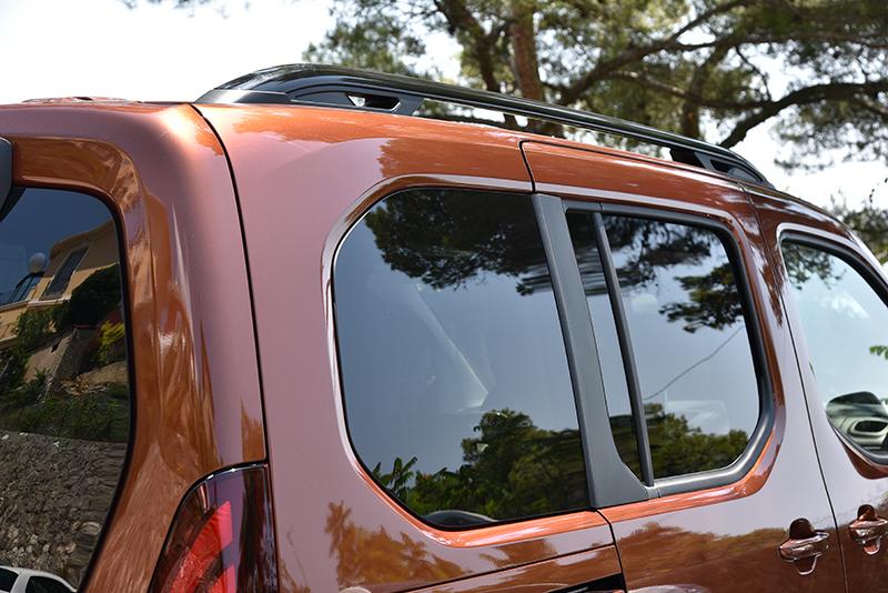 窗框採用多邊形設計,稀釋不少車身外型的方正感。