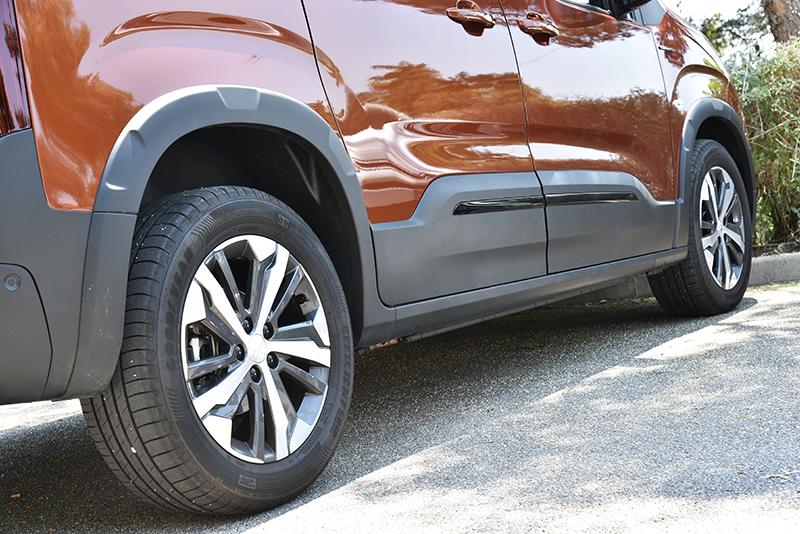 大輪徑輔以高底盤,讓Rifter也有基本駛離柏油路面的能力。