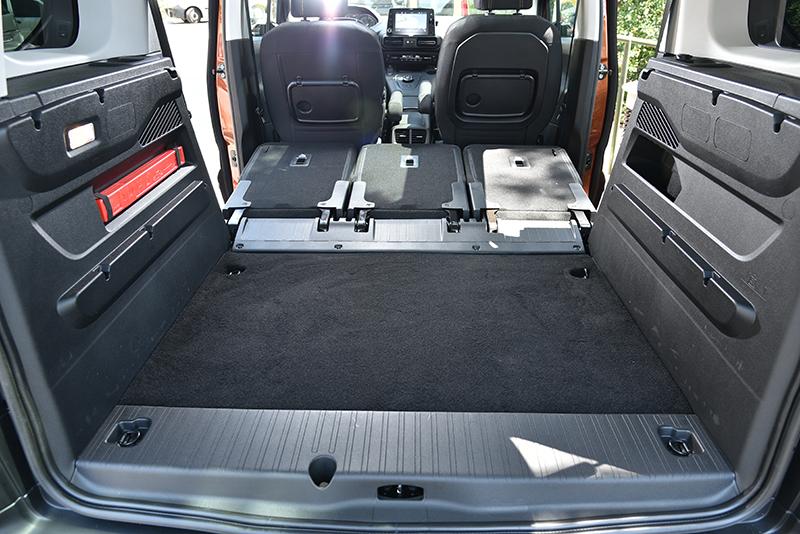 在此模式下後廂容量為3000公升,如果配上前乘客座打平就有3500升之譜。