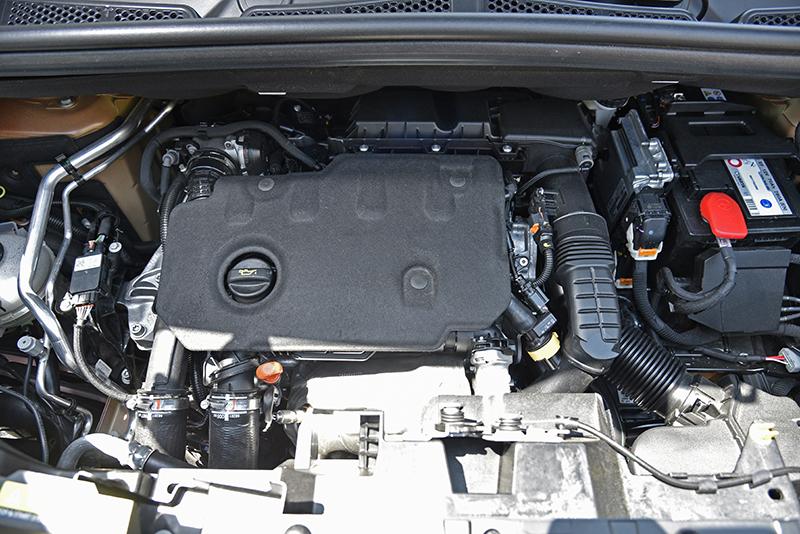 此具1.5升柴油引擎備有怠速自動啟閉功能,熄火再發動時的震動相當輕微。