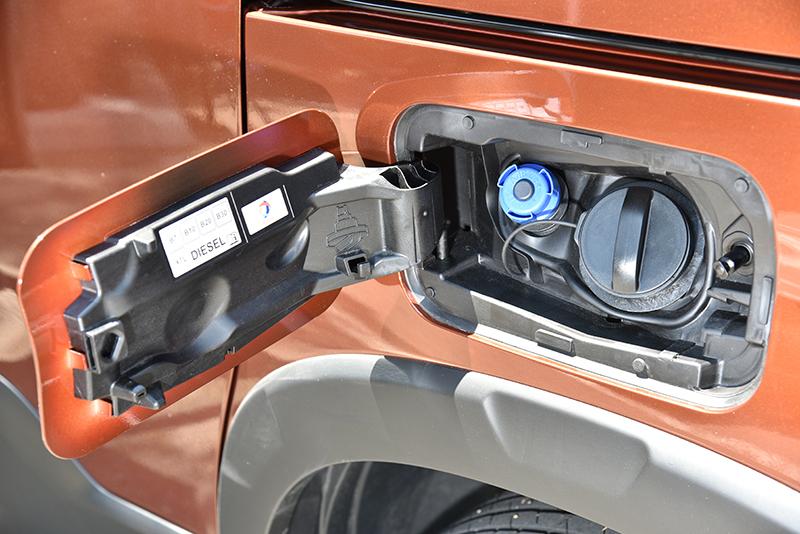 Rifter採用通過Euro 6.2法規測試的柴油引擎,每次保養須添加尿素。