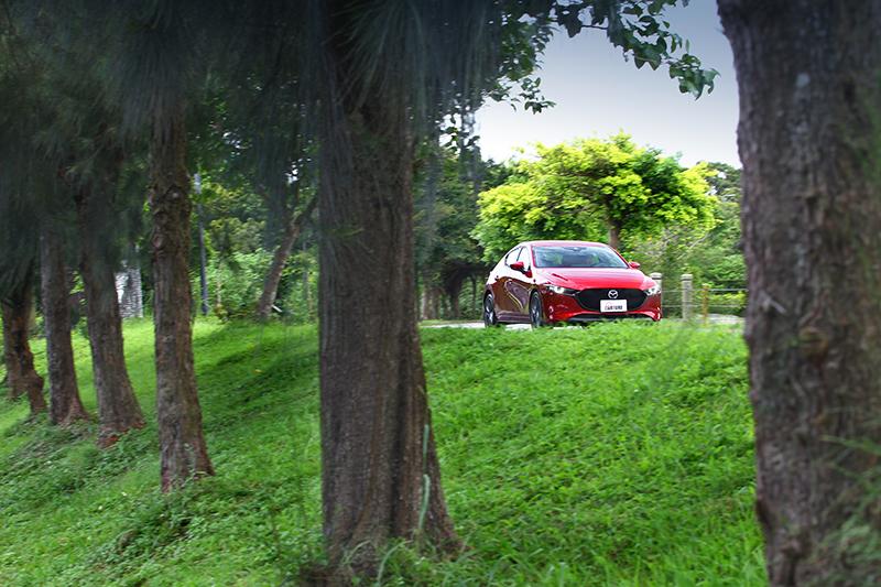 新世代Mazda 3行路質感於該級距可說是最具高級感受。