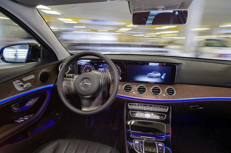 符合AVP系統需求的車輛,在與系統連接後會自動前往指定車位停車。