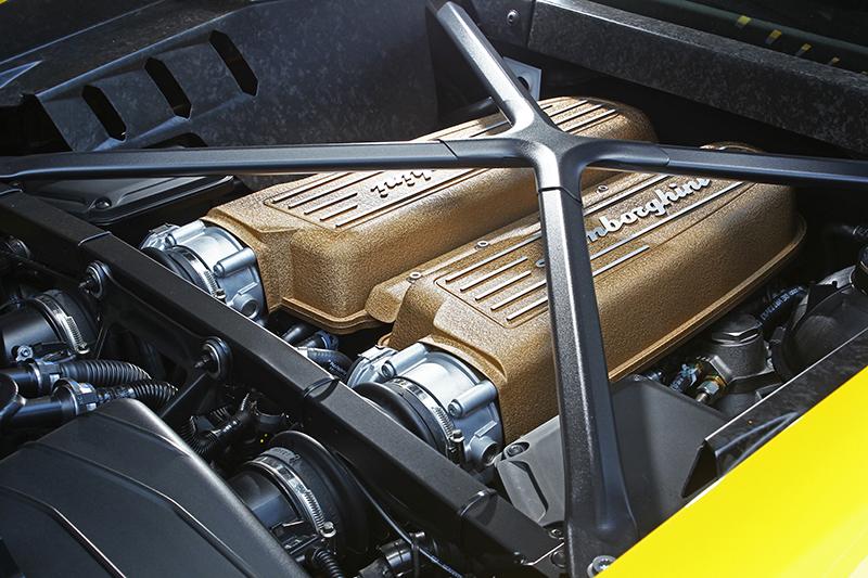 5.2升V10自然進氣引擎,在這猛獸上可輸出640hp/61.1kg-m狂猛動力。