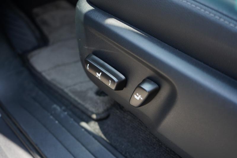 駕駛座座椅具備電動調整功能