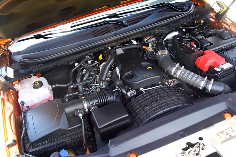 搭載之2.0L直列四缸Bi-Turbo柴油雙渦輪引擎,擁有213ps/51.0kgm 動力輸出。