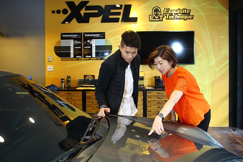 XPEL所研發的自體修復保護膜,能藉由熱能重新排列分子自行修復刮痕,也因而引領市場興起自體修復膜風潮。