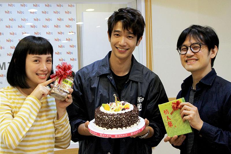 劉以豪(中)上魏如萱(左)節目宣傳新歌,陳建騏驚喜慶生