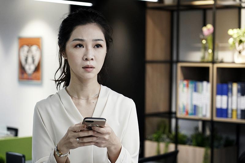 陳嘉玲(謝盈萱飾)遇上大齡女子的愛情與事業煩惱