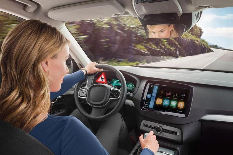 Bosch 3D投影當偵測緊急狀況時,系統會以投影方式呈現告知駕駛。