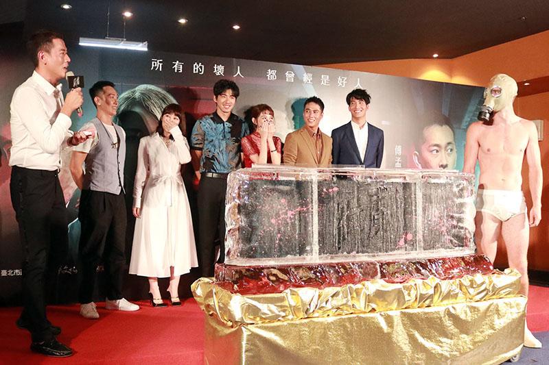 《緝魔》台北首映會大魔王分身驚喜現身(右)
