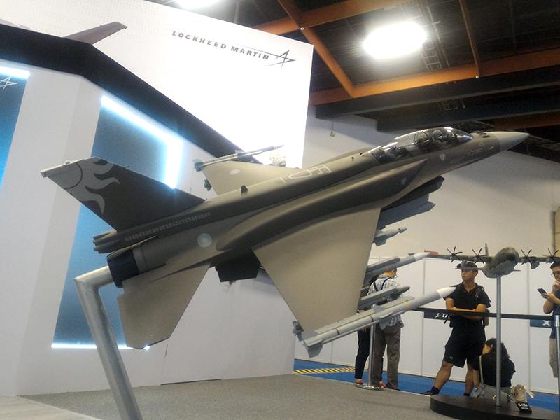 披上國徽的F-16V模型也是展覽焦點之一。