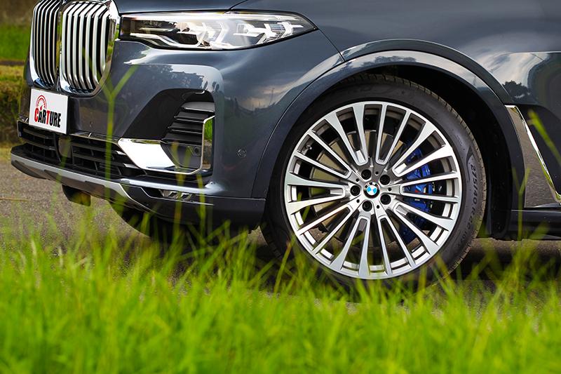 如此奢華霸氣的車款當然只有22吋輪圈才能襯托。