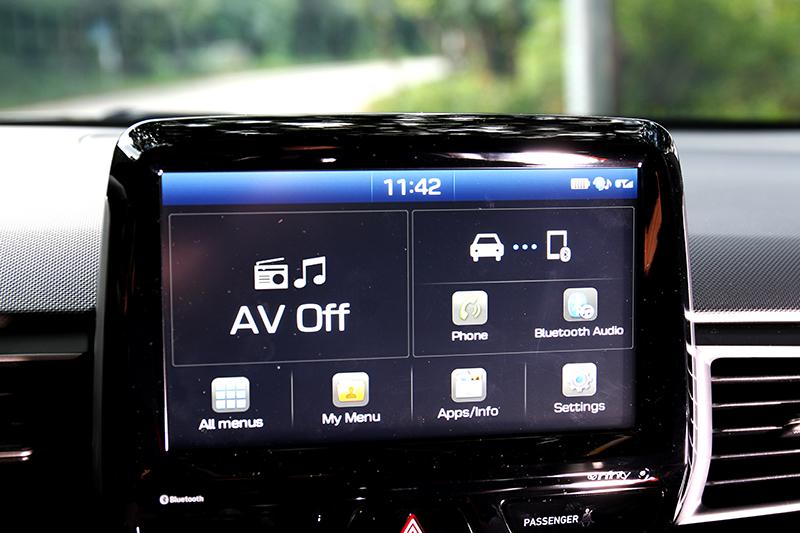 8吋中控支援Apple CarPlay與Android Auto與觀看渦輪、扭力與G值數據。