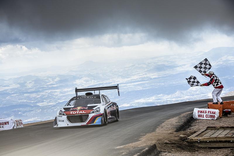 2013年Sébastien Loeb駕駛208 T16賽車,在Pikes Peak 登山賽中跑出8分13秒878 之歷史紀錄。