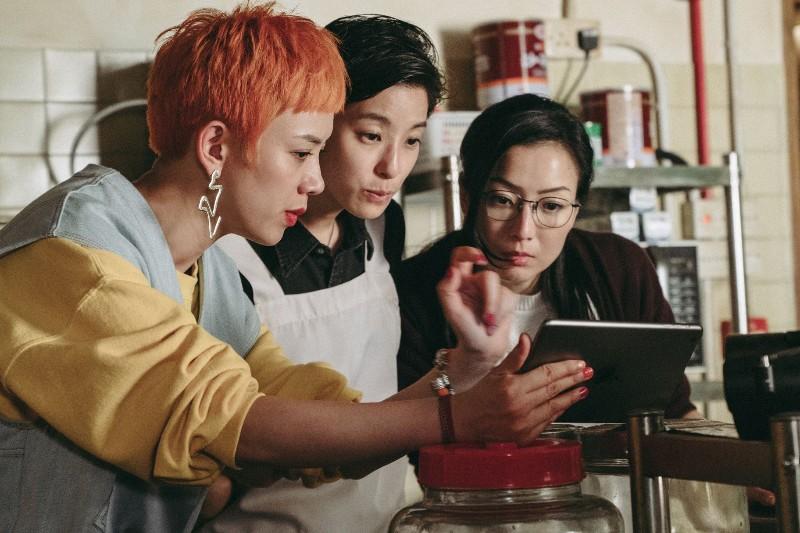 (左起)李曉峰、 賴雅妍及鄭秀文  華映娛樂/提供