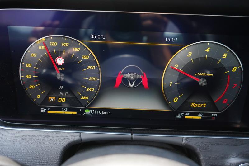 雖然電腦的判讀能力優異,但為了安全起見系統仍會要求駕駛將雙手擺放在方向盤上