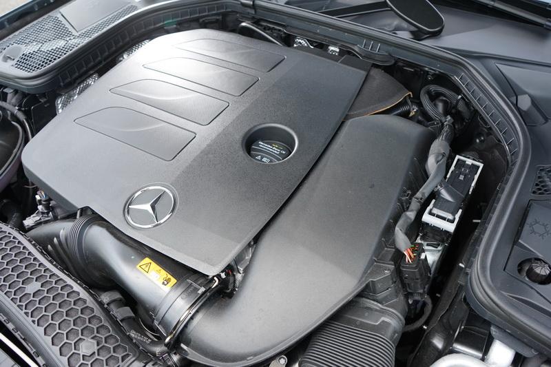 C300與E300皆配置排氣量調升後的M264 2.0升4缸渦輪增壓引擎