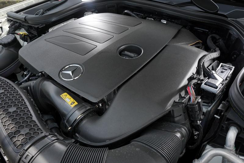C300 / E300兩款車皆搭載調整動力後的M264 2.0L引擎