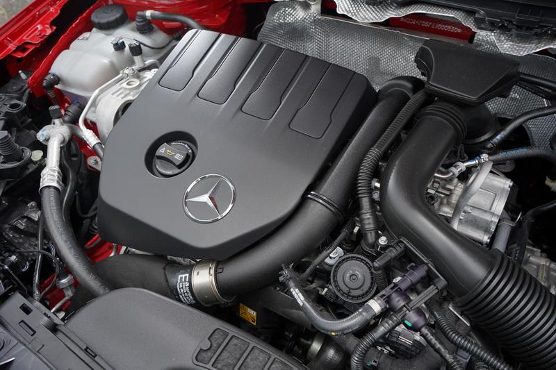 B200配置M282四缸1.33升渦輪增壓引擎,擁有163匹最大馬力及250Nm的扭力峰值